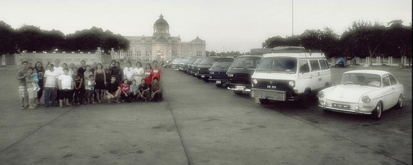 volkswagen vanagons in front of king rama v monument in bangkok1 580x232 Born Again Nacho