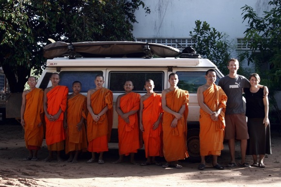 31-Cambodian monks